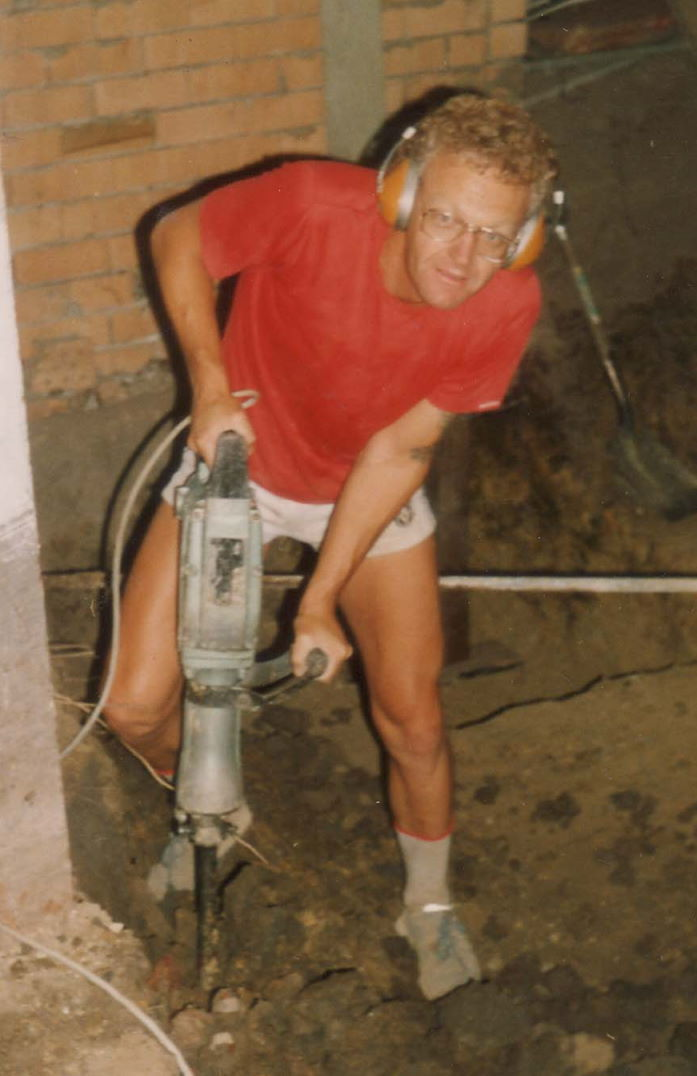 Graham Carbery excavating for Archives at his Ivanhoe home, January-February 1989 (photo: unidentified photographer), Photographs Collection, 80-32a