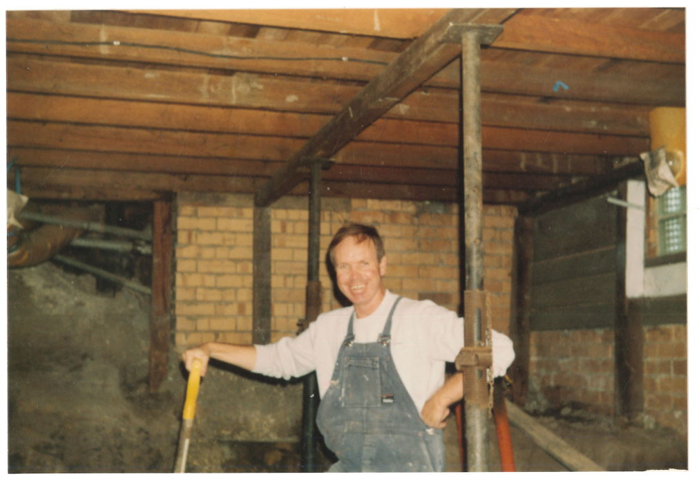 Rob Thurling on Archives construction January-February 1989 (photo: Graham Carbery) Photographs Collection, 80-32e