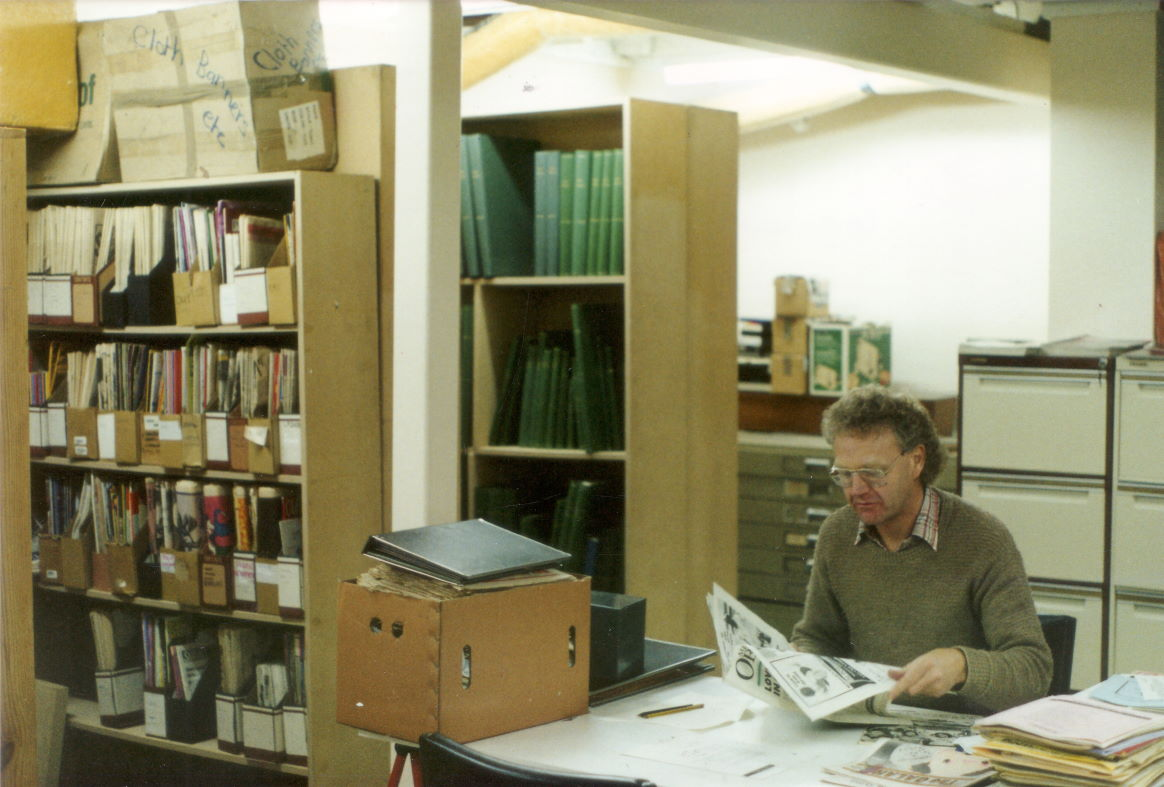 Graham Carbery at ALGA, Ivanhoe, 1990 (photo: unidentified photographer) Photographs Collection, 90-28a