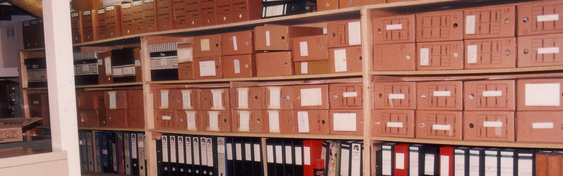 90-31d Graham Carbery at the Archives, Ivanhoe, 1991 – Banner Web
